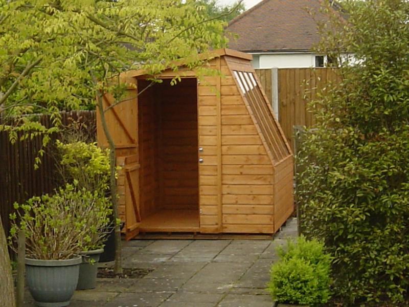 Solar potting shed 8 x 5 surrey shed manufacturer for Garden shed 5 x 8
